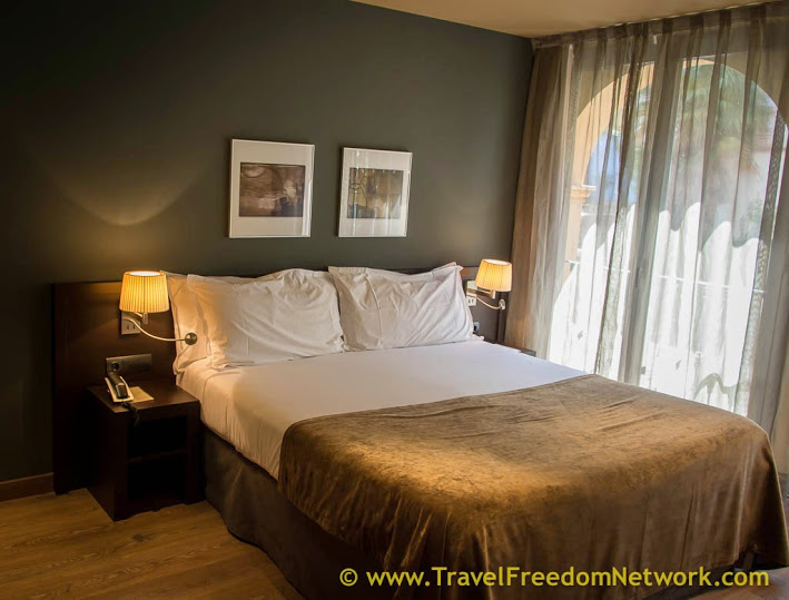 Hostel Vs Hotel - what is the best accommodation option for you?